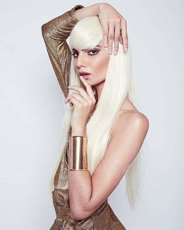 T H E - A M A Z I N G - MARA NOVAES @maranovaes_ by @paragonmodelm • Makeup Artist: @roxavedillomua • Hair: @ignaziomunoz • Designer: @robertoleone.fashion @wacom_mexico @canonmexicana @infinitecolorpanel @captureonepro #model #photography #editorial #makeup #beauty #retoucher #cdmx #designer