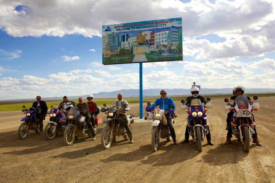 DRIVEMONGOLIA ORGANIZED A TRIP FOR 12 TURKISH RIDERS ACROS GOBI DESERT AND CENTRAL MONGOLIA 4 HONDA TRANSALP, 4 HONDA AFRICA TWIN, 4 SUZUKI DR 650'S WERE USED FOR THE TRIP.