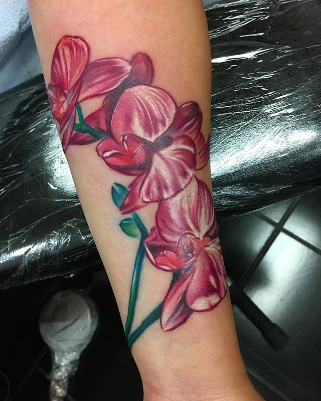 Some super pretty orchids I did recently @outerlimitscostamesa @outerlimitstattoo @hustlebutterdeluxe @inkeeze @kwadron @equaliser_usa @eternalink @criticaltattoo @inkedmag @inkjunkeyz @the_inkmasters @skinart_mag @planet_of_tattoos @xtatts @tattoo.artists