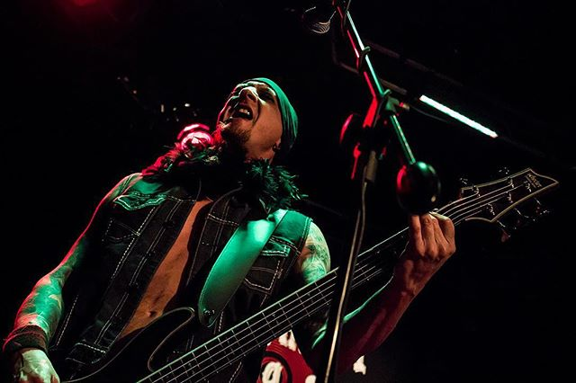Iz play geeeetarz sometimez ...circa 2014  @schecterguitarsofficial #hellraiser #hellraiserextreme #bass #shred #guitar #whiskeyagogo