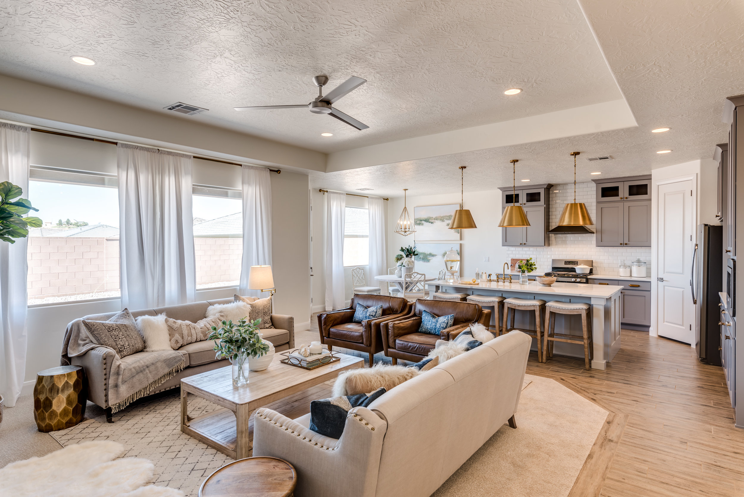 family room and kitchen design