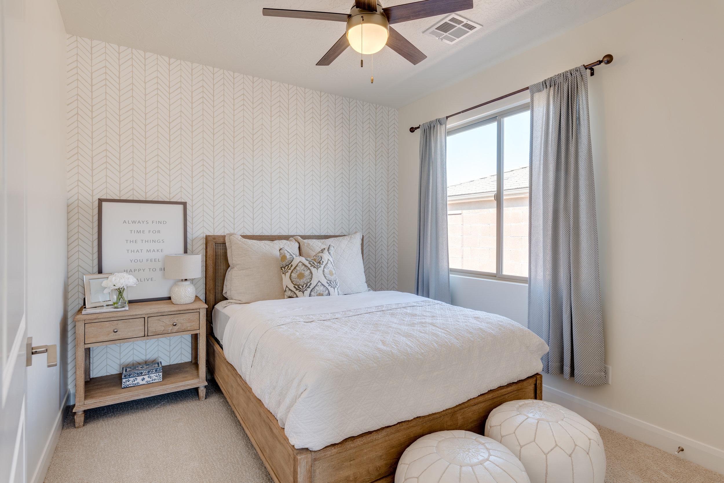 bedroom design with wallpaper