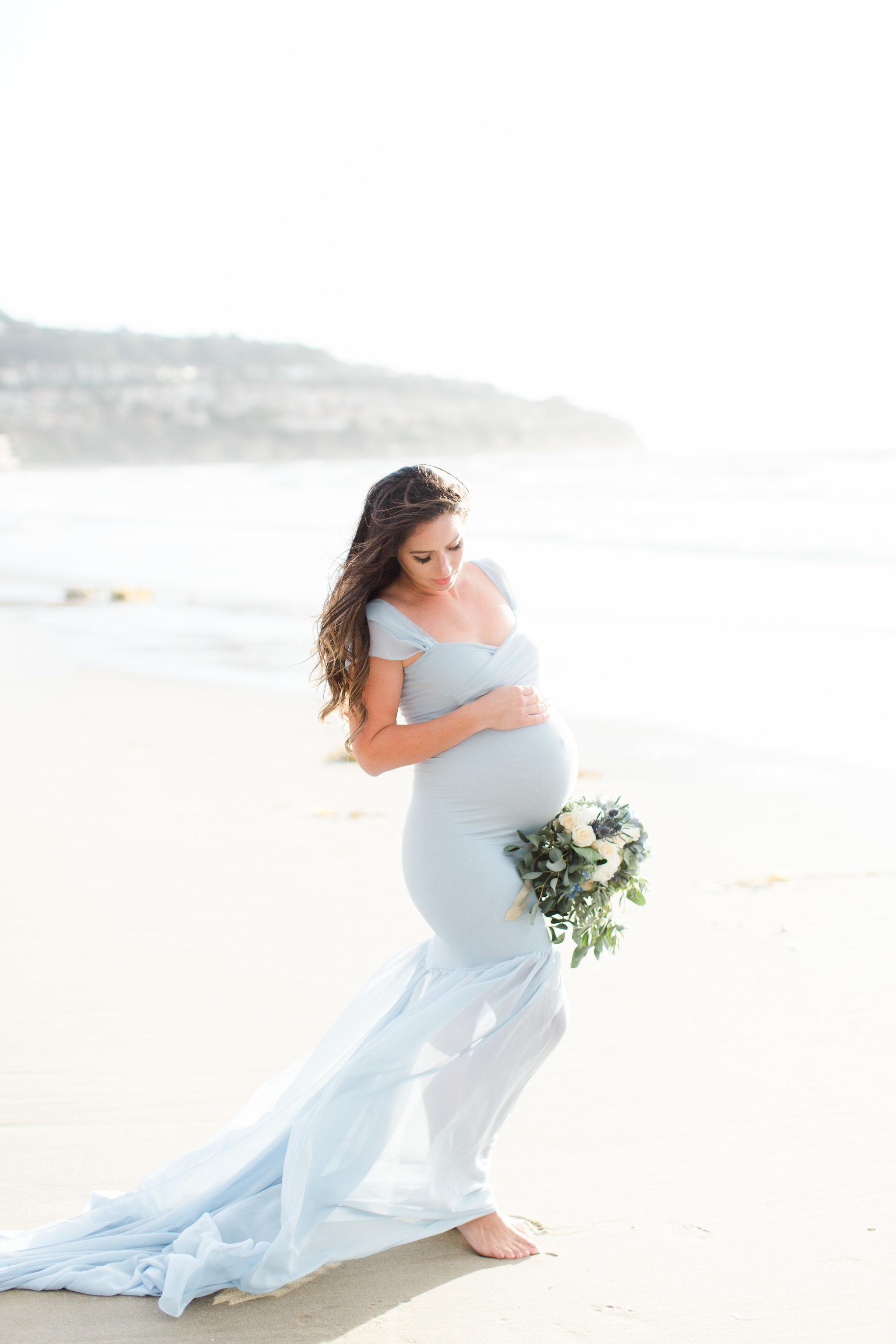 maternity photoshoot on the beach