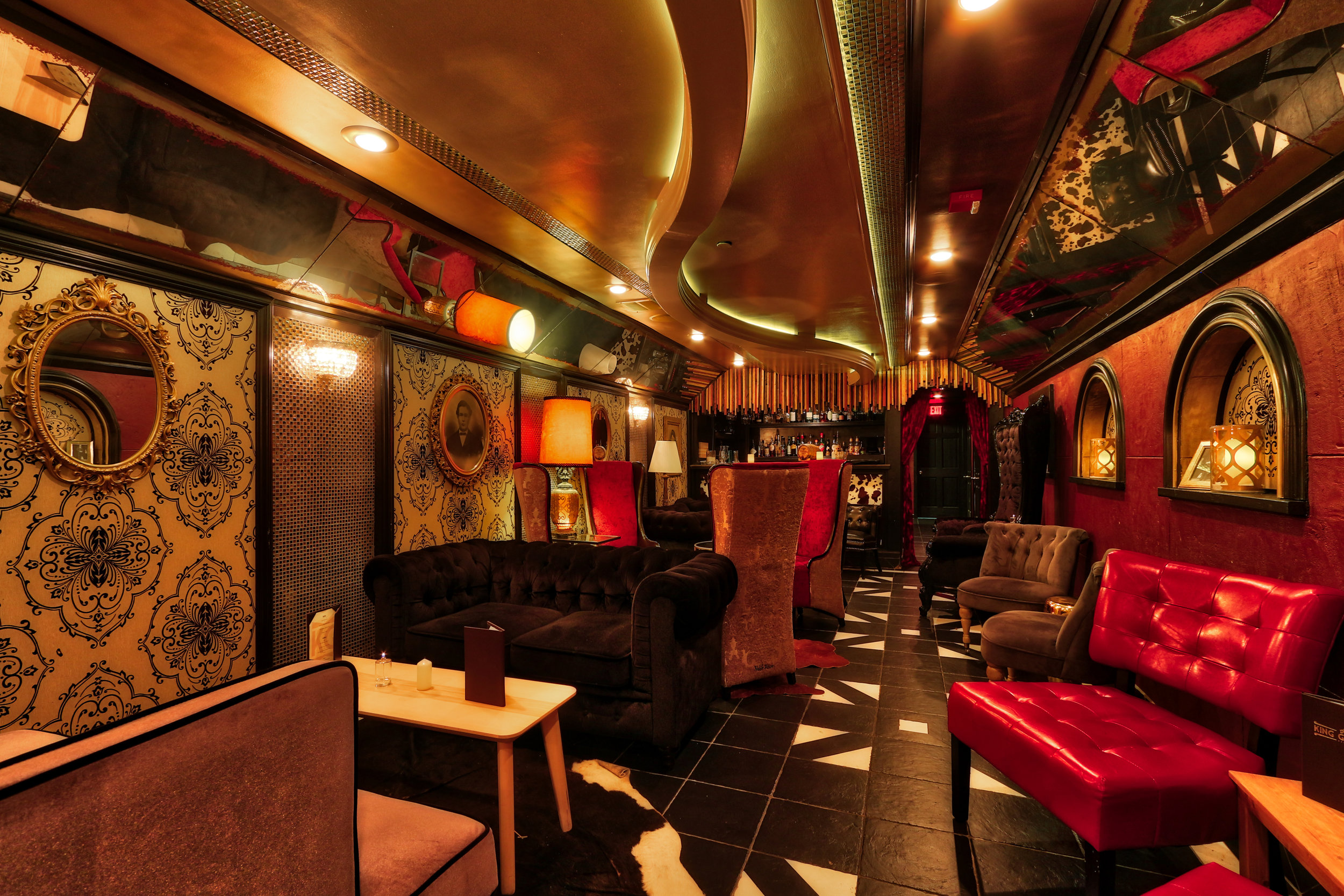 The King George Club - This small, intimate bar and lounge features lavish soft seating, extraordinary beverages, and classy entertainment all tucked away in an old world Vegas style atmosphere. Private bathrooms and exclusive bartenders. More than delivers on the