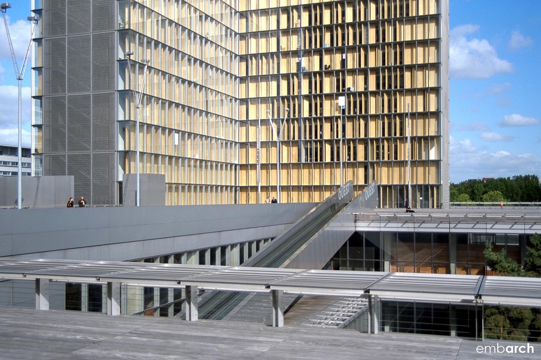 Bibliotheque Nationale - exterior sunken courtyard