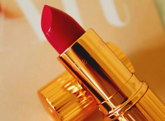Charlotte Tilbury- Velvet Underground Kissing Lipstick