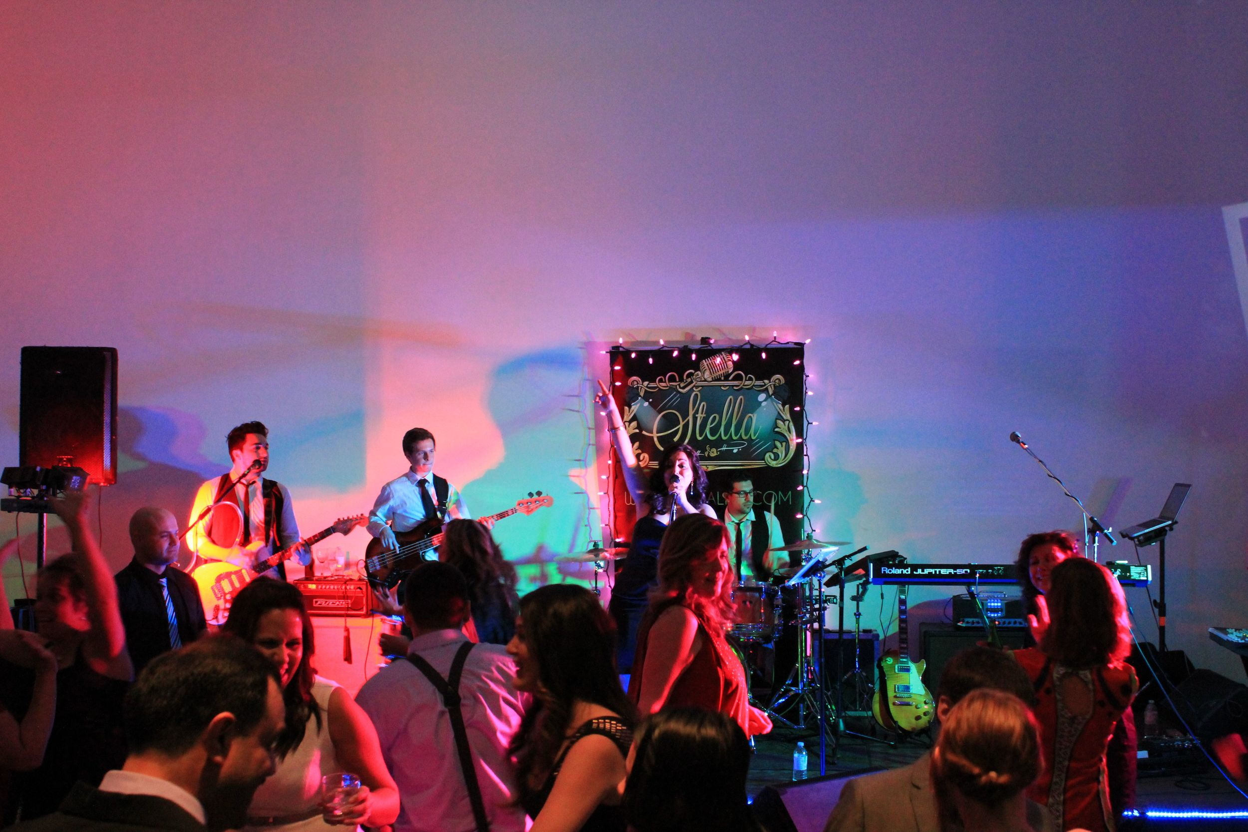 LIVE DANCE & PARTY BAND