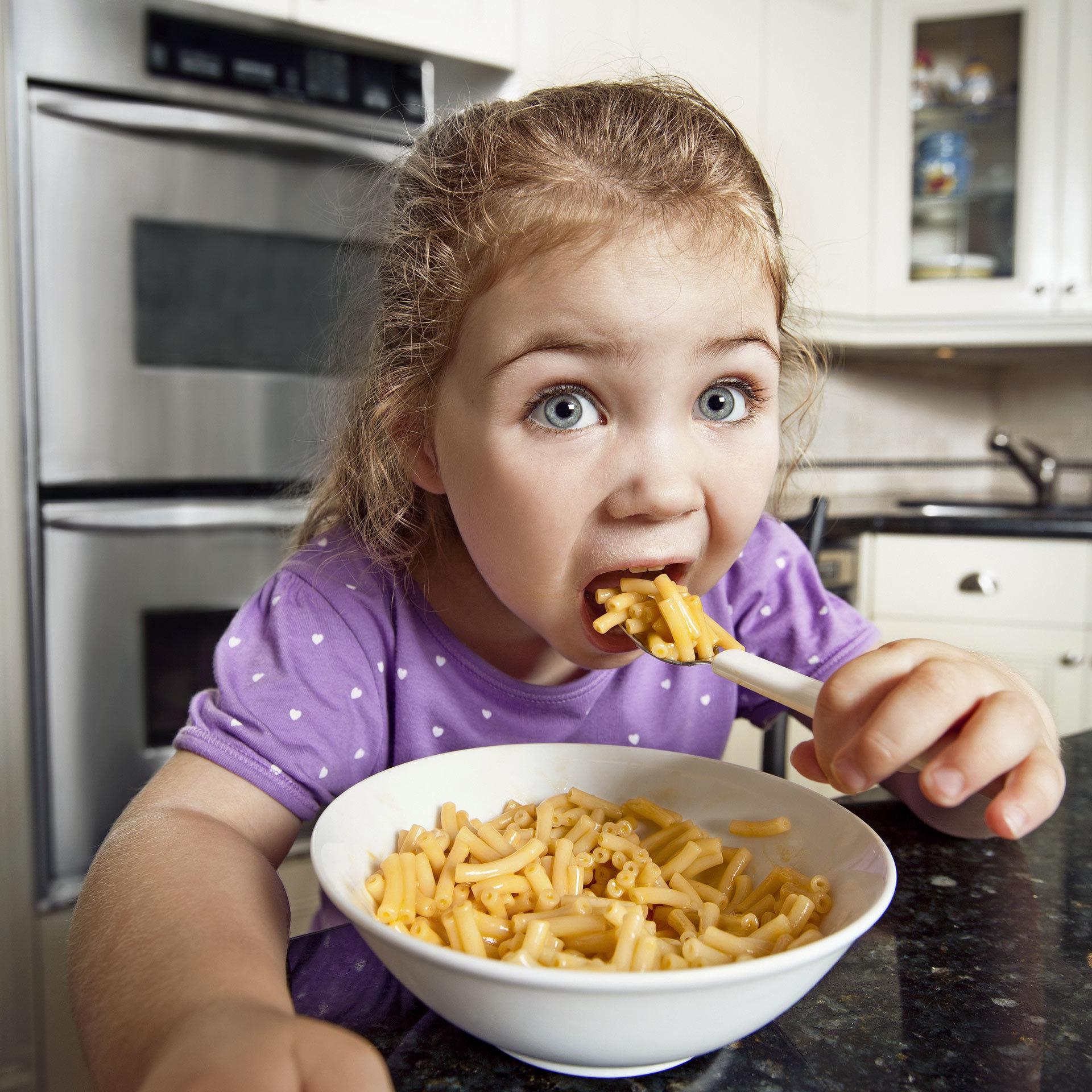 TOMFEILER_KRAFT_WHT_GIRL_EATING.jpg