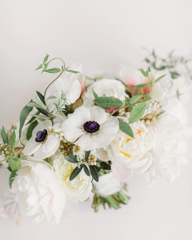 Kate's bouquet. It makes me so happy when photographers capture these details so thoughtfully!  Event Design and planning: @prim_eventstudio Venue: @kenwoodinn Floral Design: @lilyandmint Photography: @theedgeswed Rentals: @encoreeventsrentals Linens: @latavolalinen Catering: @ramekinssonoma Stationery: @aerialistpress DJ: @djcams