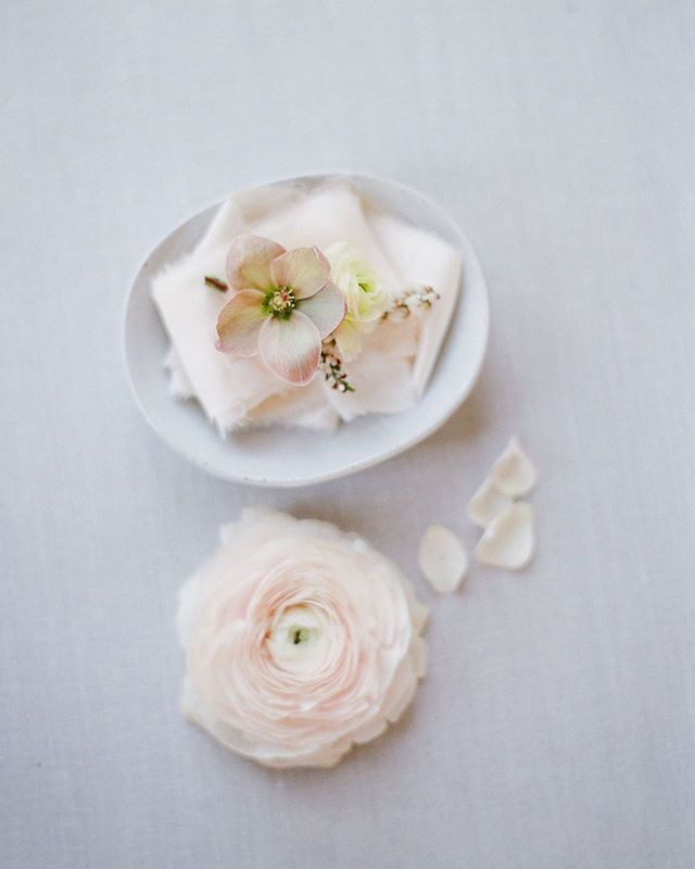 Loving the simple, clean lines of this boutonnière shot.  Design and planning @timelesseventplanning Photographer: @radostina.photography Venue: @lyfordhouseevents Invites: @acqua_and_ink Florist: @lilyandmint Hair and makeup: @blushbeautystyling Tableware: @frances_lane Linen and ribbon: @partycrushstudio Rentals: @lux_eventrentals Dress: @sibodesigns Vow Books: @weddingstorywriter Lingerie: @tres_sur Shoes: @bellabelleshoes Model: @phoebcatss