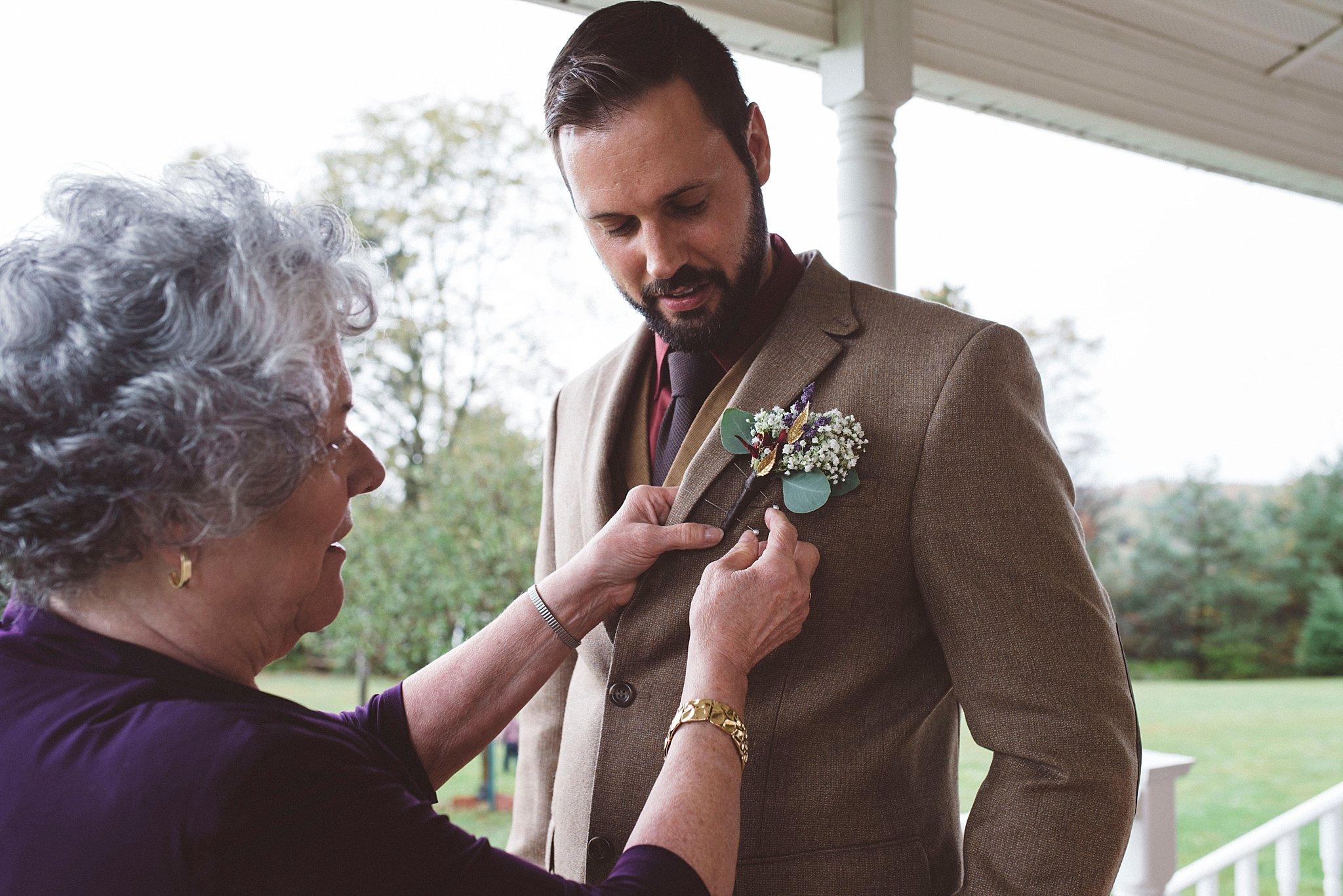 Groom hipster - Pittsburgh wedding photographer