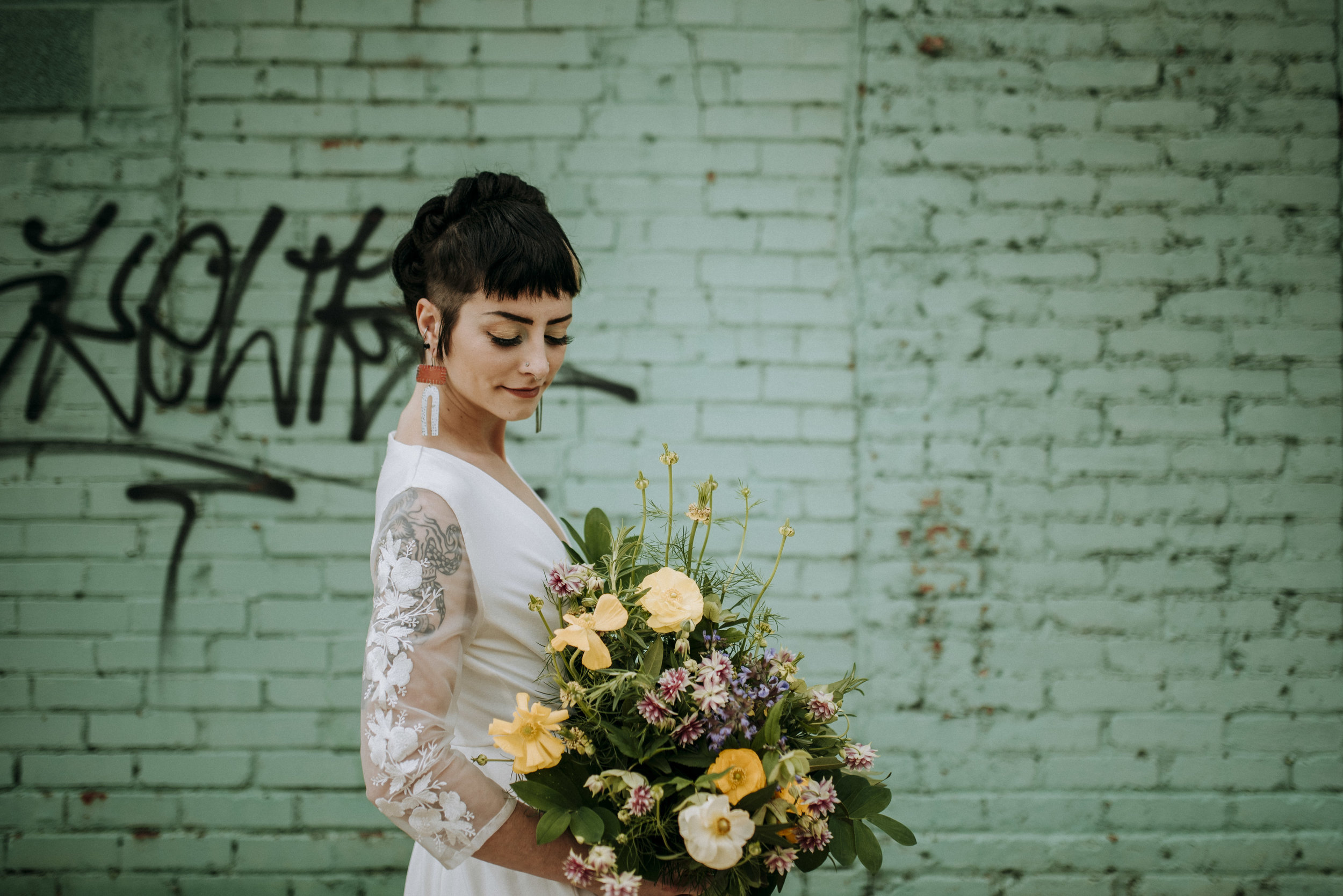 And don't forget to complete the look with a statement bouquet of wildflowers, like this one from  greenSinner  , the most eco conscious florist in the Burgh| Photo by Sandrachile