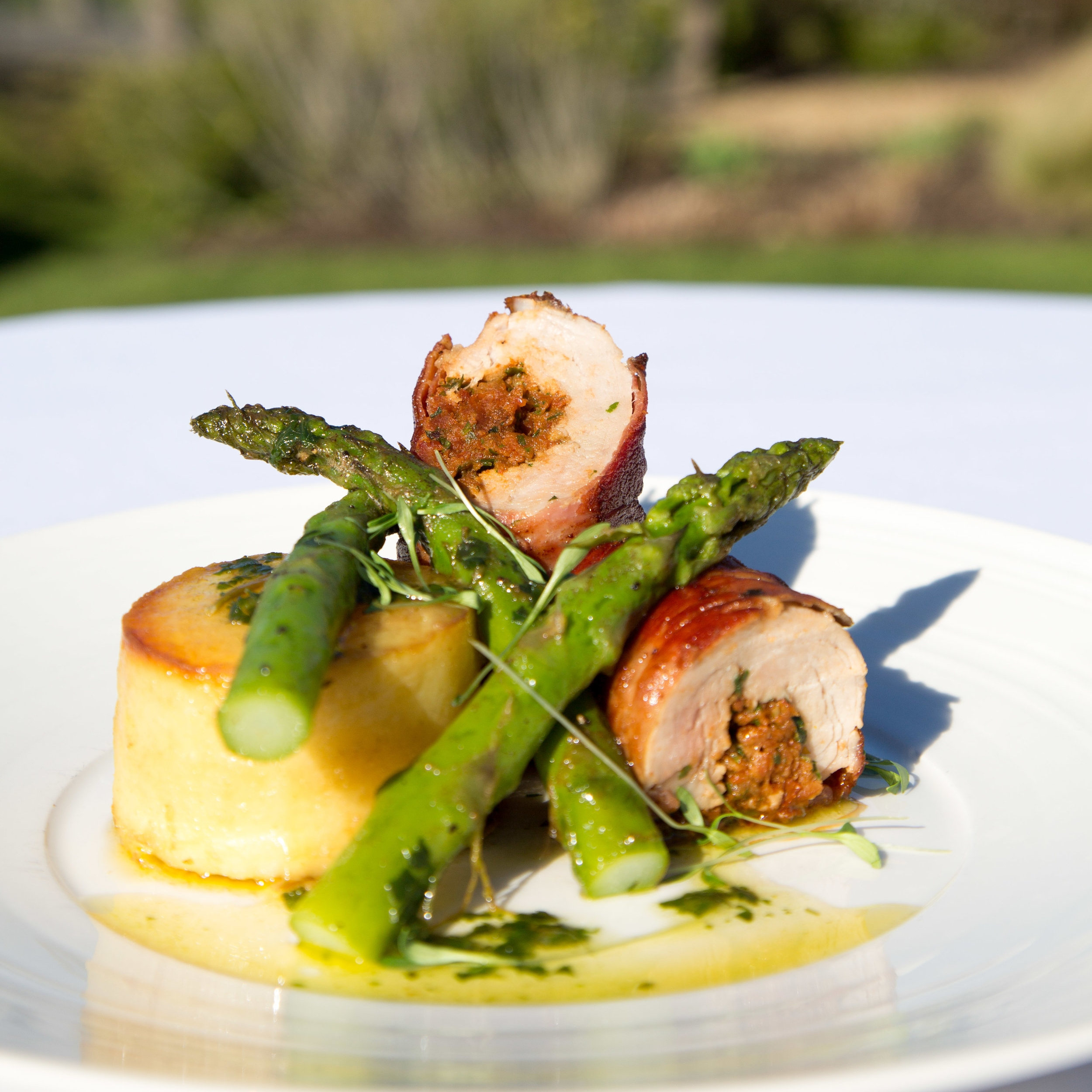 Stuffed pork fillet with asparagus