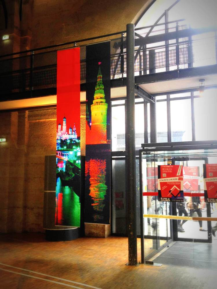 Blancs Manteaux salon de la litterature russe Paris Marie de La Ville bauge installation (1).jpg