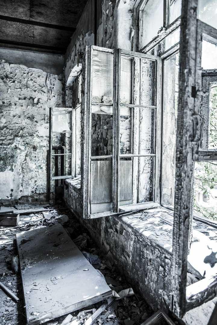 Industrial_Saint-Petersburg_Marie_de_LA_Ville_Bauge (10).jpg
