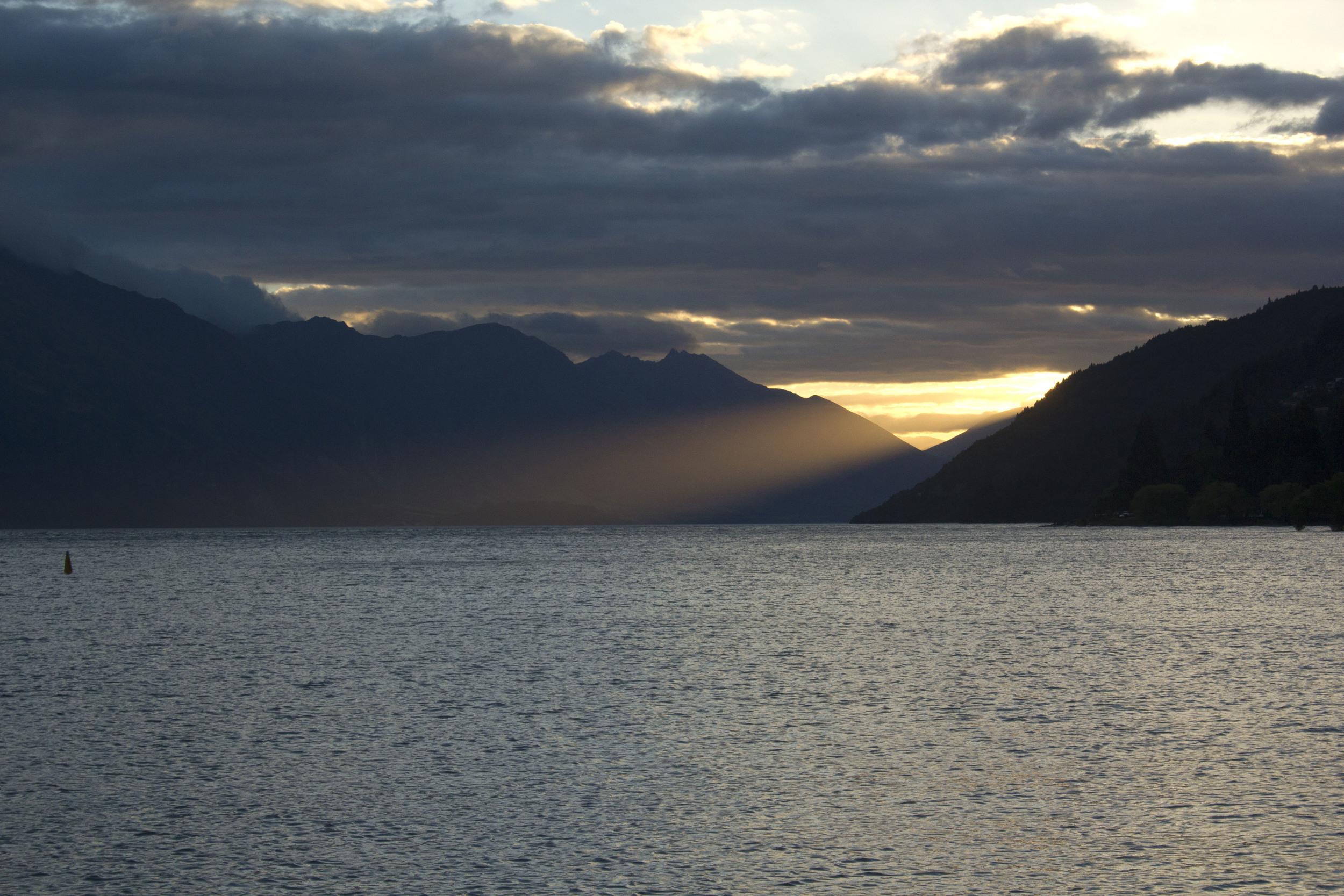 4429_SunsetOnLake.jpg