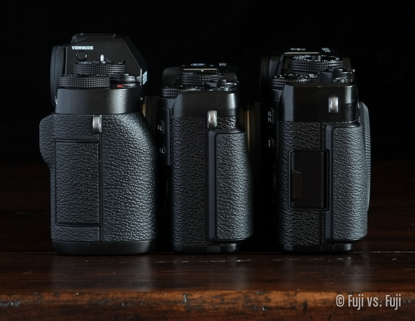 TheFujifilm X-T1, X-E2, and X-Pro1 – grip side