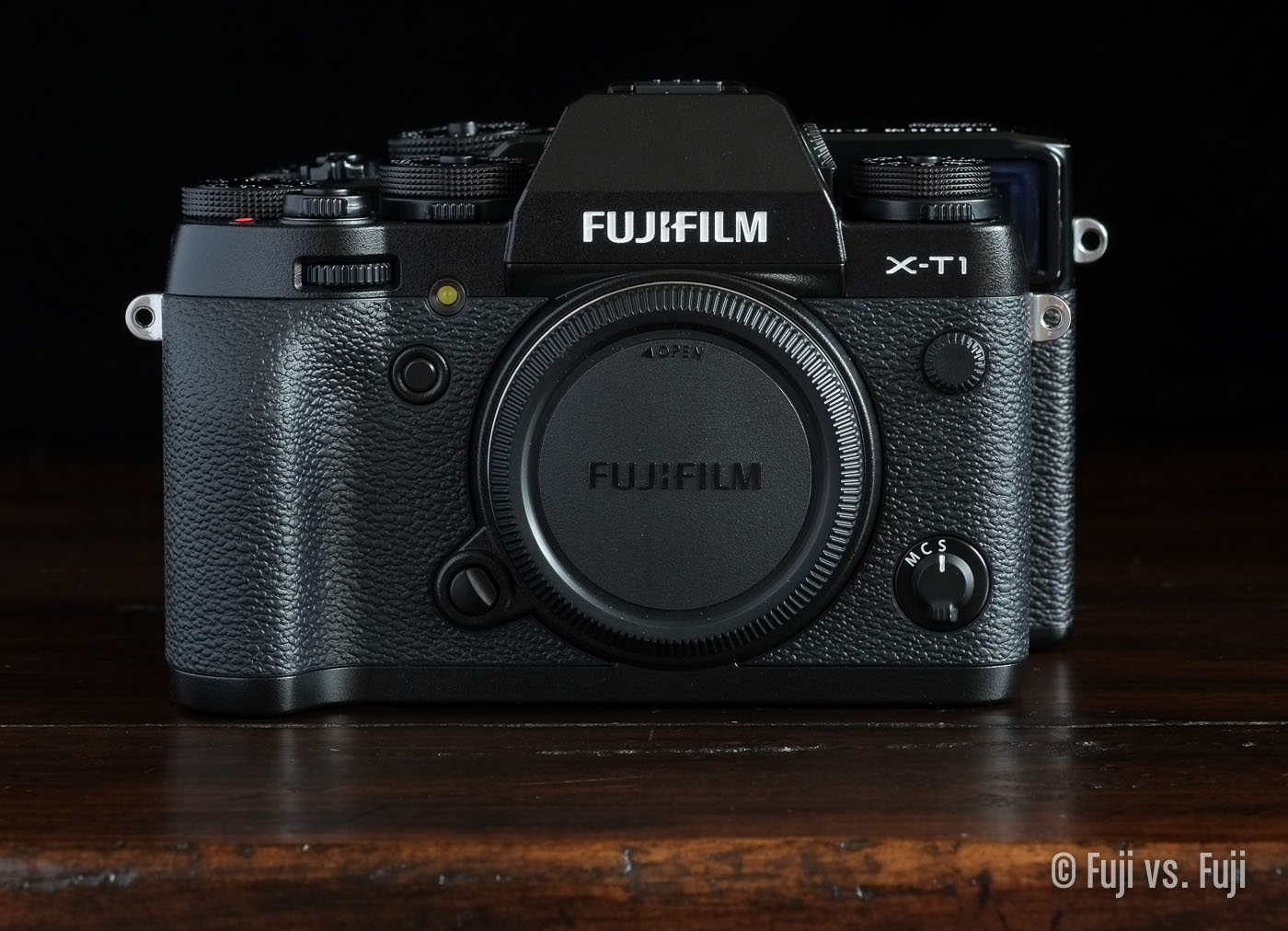 TheFujifilm X-T1 in front of the X-Pro1 – Click to enlarge