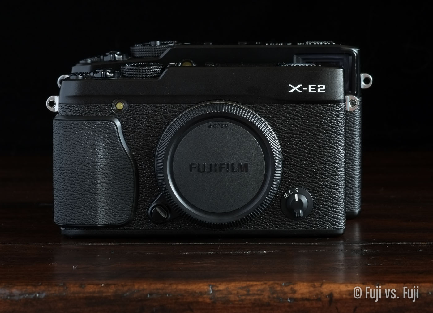 TheFujifilm X-E2 in front of the X-Pro1 – Click to enlarge