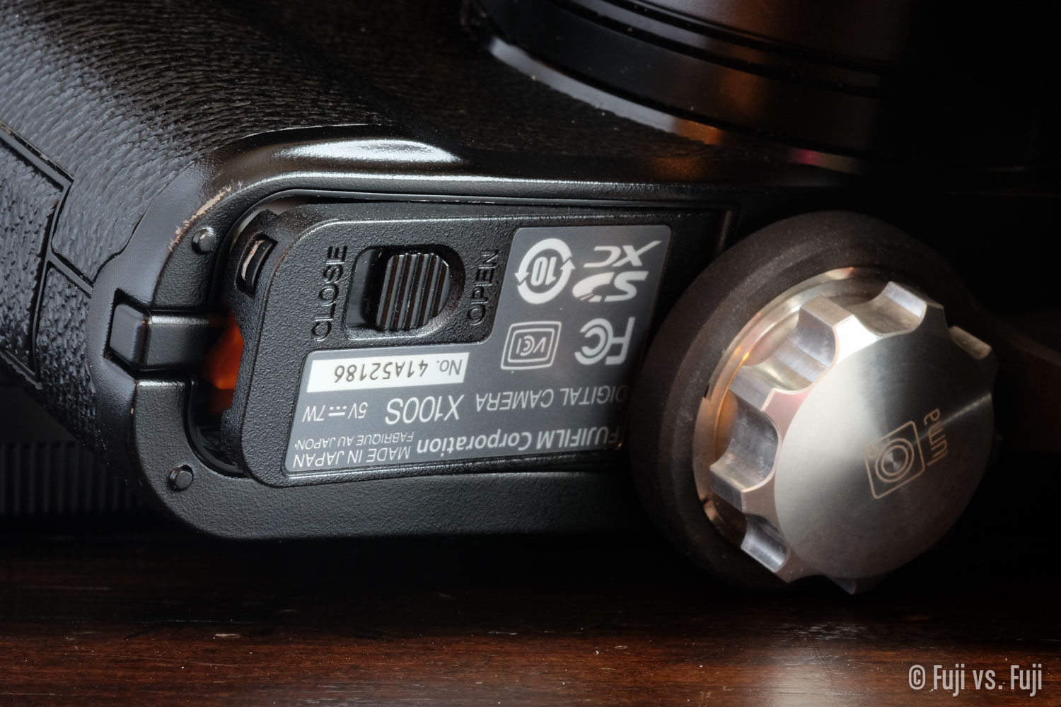 Battery door blocked by the Loop 3. The same thing happens with the x-T1, or X-E bodies.