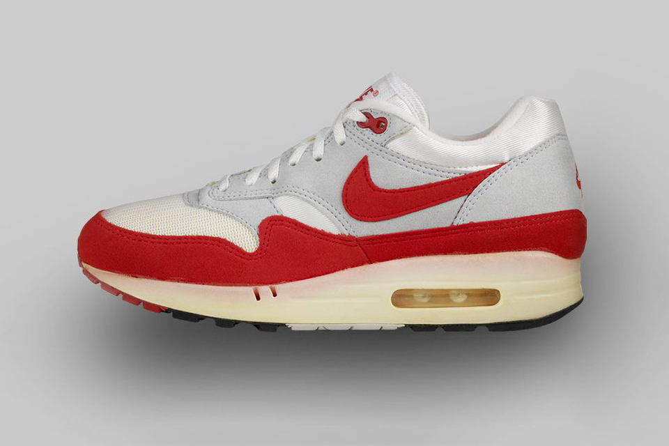 AIR MAX 1 (1987) The one that changed everything. Mark Parker andTinker Hatfield's brainchild revolutionized footwear,showcasing visible Air in a striking red and white colorway.