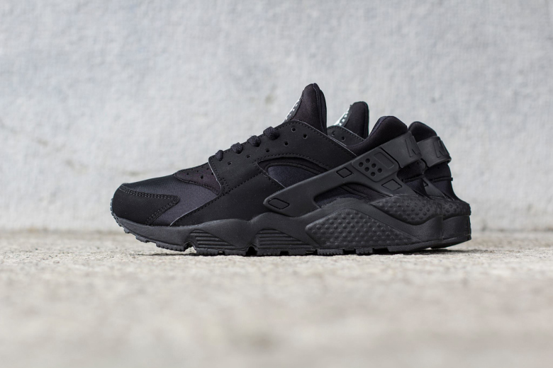 "Nike Air Huarache ""Tripple Black"""