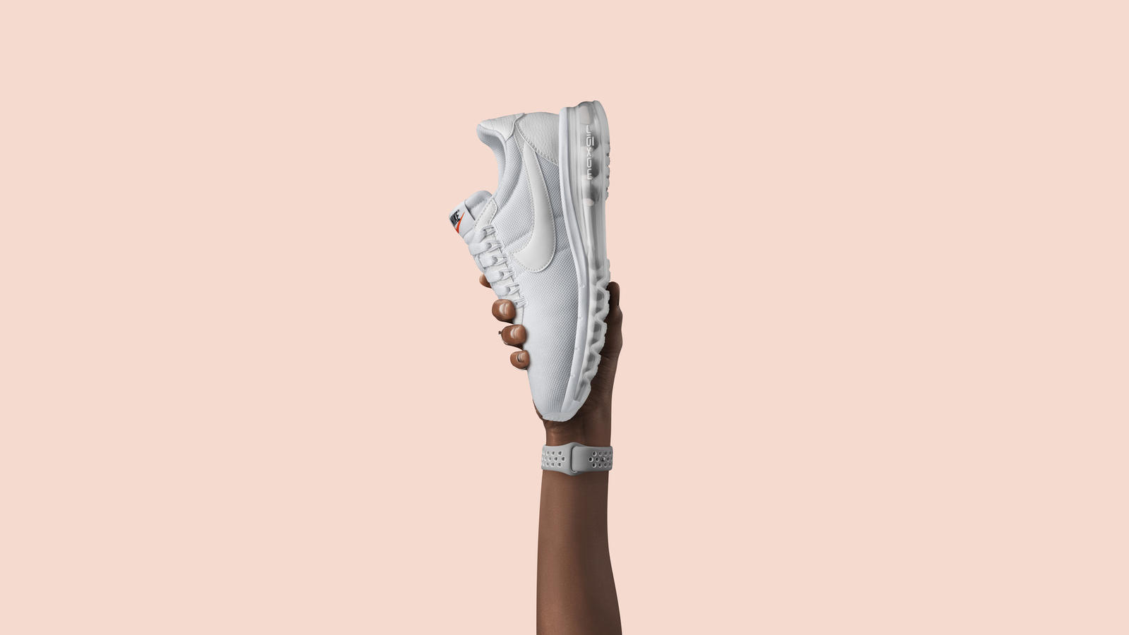 Created for Air Max Day 2016 by legendary streetwear designer Hiroshi Fujiwara, the LD-Zero mixes a clean upper inspired by the 70s-era Nike LD1000 and the Boston with the 360 Air Max unit that debuted in 2006 and was updated for the Air Max 2014. The result is an original design that merges classic style with modern comfort.