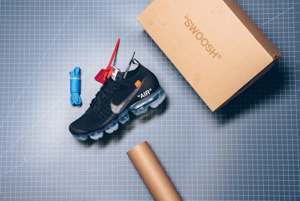 Nike_The_10_-_Nike_Air_Vapormax_Flyknit_Black_Clear_Total_Orange_AA3831-002_sneaker_politics_2-2_2048x2048.jpg