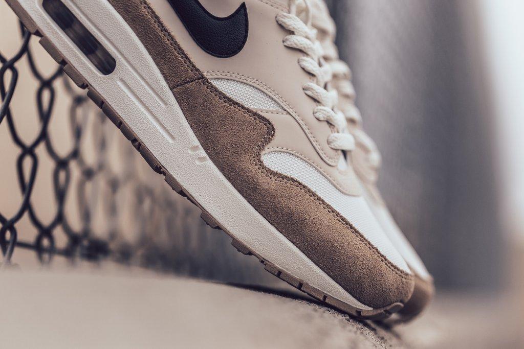Nike_Air_Max_1_-_Sand-Black-Desert_Sand-Sail-AH8145-200_-Feature_LV-2061_2_1024x1024.jpg