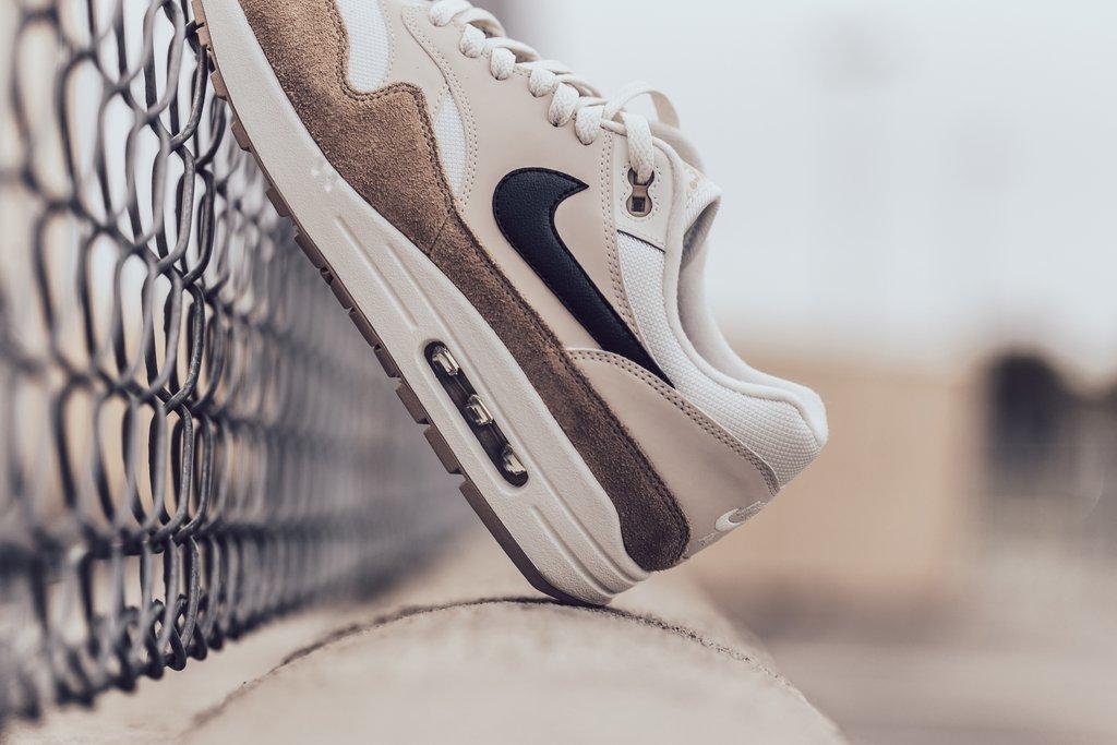 Nike_Air_Max_1_-_Sand-Black-Desert_Sand-Sail-AH8145-200_-Feature_LV-2073_2_1024x1024.jpg