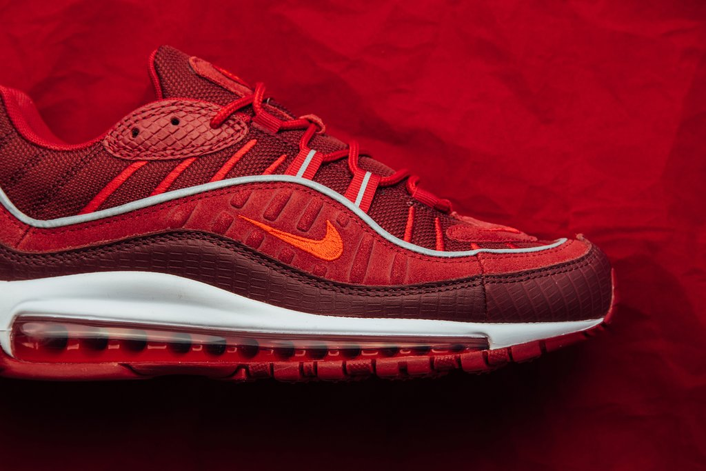 Nike_Air_Max_98_SE_-_Team_Red-Habanero_Red-Gym_Red-White_AO9380-600_May_17_2018-3_1024x1024.jpg