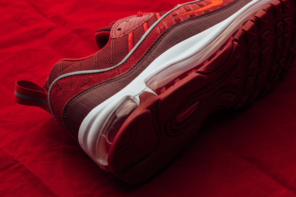 Nike_Air_Max_98_SE_-_Team_Red-Habanero_Red-Gym_Red-White_AO9380-600_May_17_2018-2_1024x1024.jpg