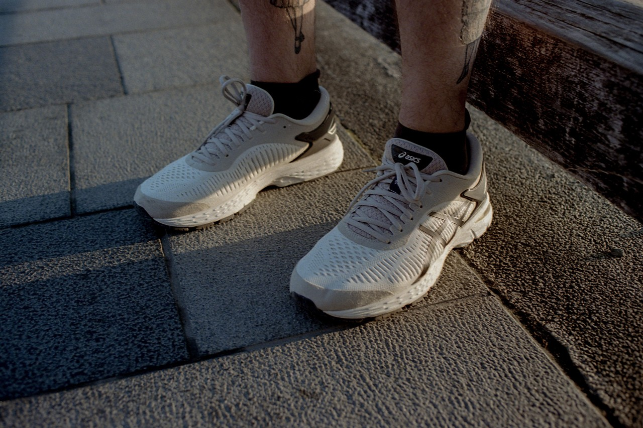 https___hypebeast.com_image_2019_06_reigning-champ-asics-clothing-capsule-collab-gel-kayano-3.jpg