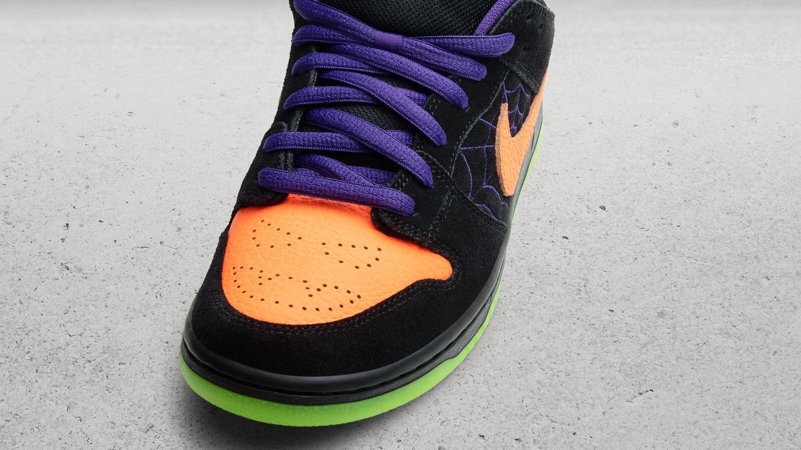 NikeNews_FeaturedFootwear_NikeSB_DunkLo_NightOfMischief_2619_hd_1600.jpg