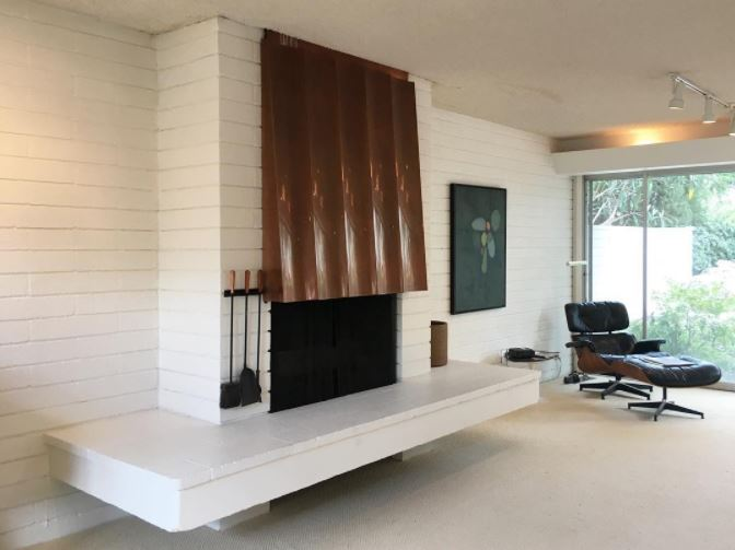 Oh how I'd love to be curled up in this mid-century living room tonight...another pic from today's mid-century modern explorations. #midcenturymodern   #midcentury   #modernfireplace   #modern   #1950 's  #copper   #cmu   #concretemasonryunit   #white   #whitemodern   #modernlivingroom   #eames   #eameslounge   #eamesloungechair   #hearth   #floatinghearth   #fireplace
