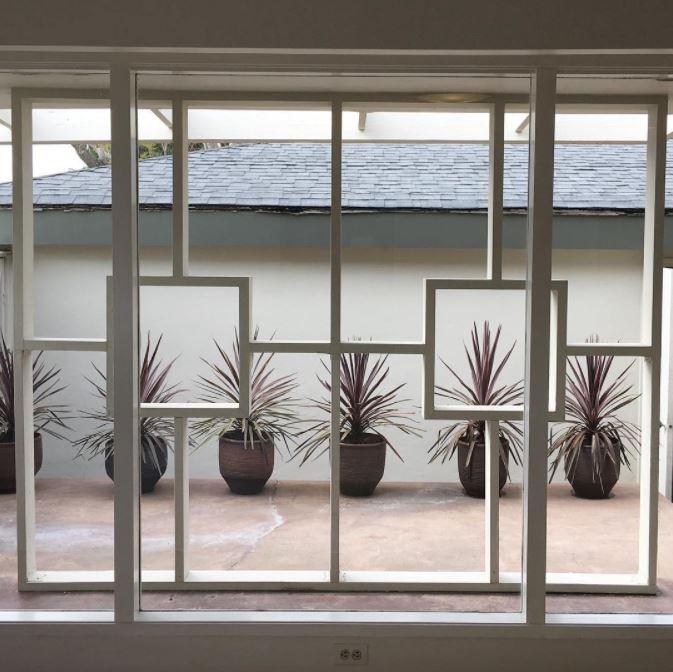 Another shot from yesterday's mid-century modern musings... #midcenturymodern   #midcenturymodernhome   #modern   #moderntrellis   #funwith2x4s   #succulents   #masterbedroom   #modernbedroom   #trellis   #modernscreeningelement   #planters   #midcenturymodernview