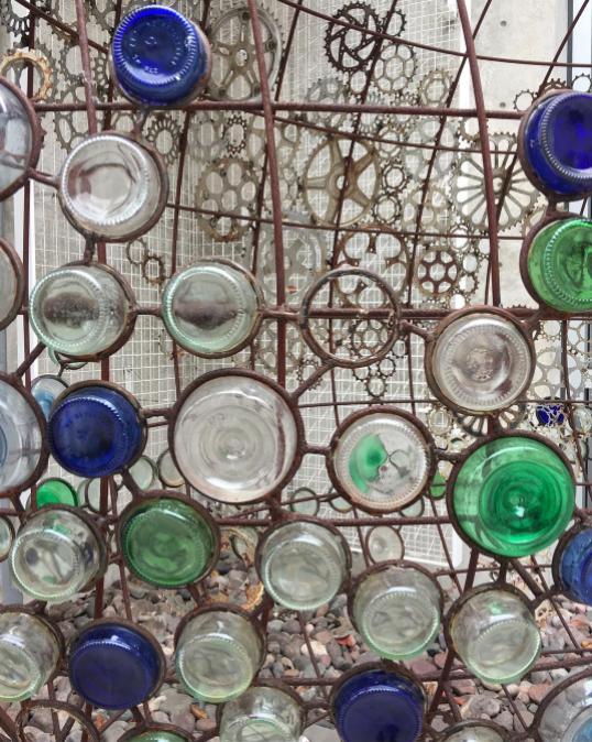 #oscarromo  #publicart   #sculpture   #reclaimedart   #repurpose   #sandiegocentrallibrary   #sculpturegarden   #art   #sandiegoart   #glass   #bottles