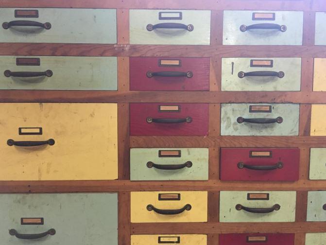 I had some fun poking around a mid-century workshop today... #workshop   #drawers   #workshopdrawers   #midcentury   #midcenturymodern   #coloreddrawers   #workbench   #garage