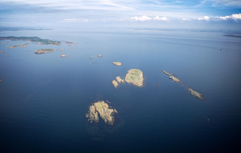 Oslofjorden sett fra syd. Fulehuk fyr til høyre i bildet. Bolærne oppe til venste i bildet.
