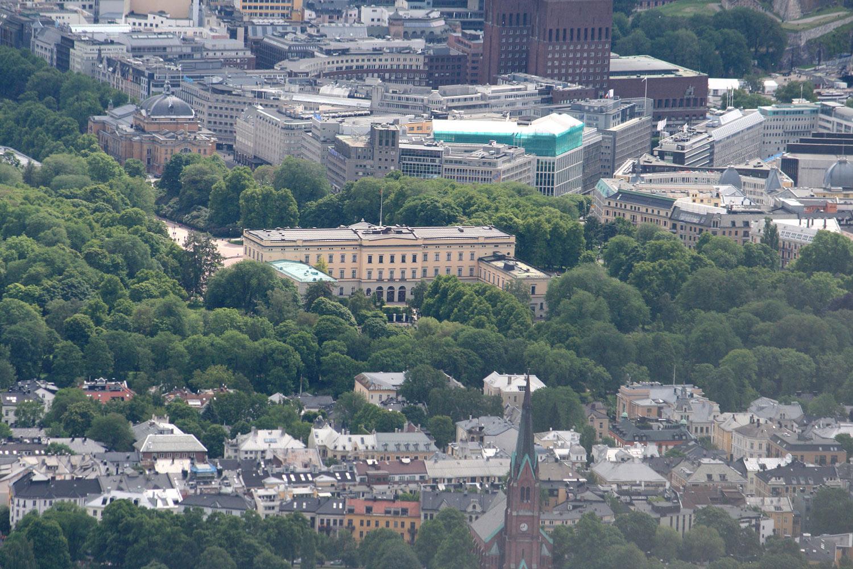 Flyfoto av Slottet med Slottsparken sett fra baksiden (2015). Fotograf: GAD