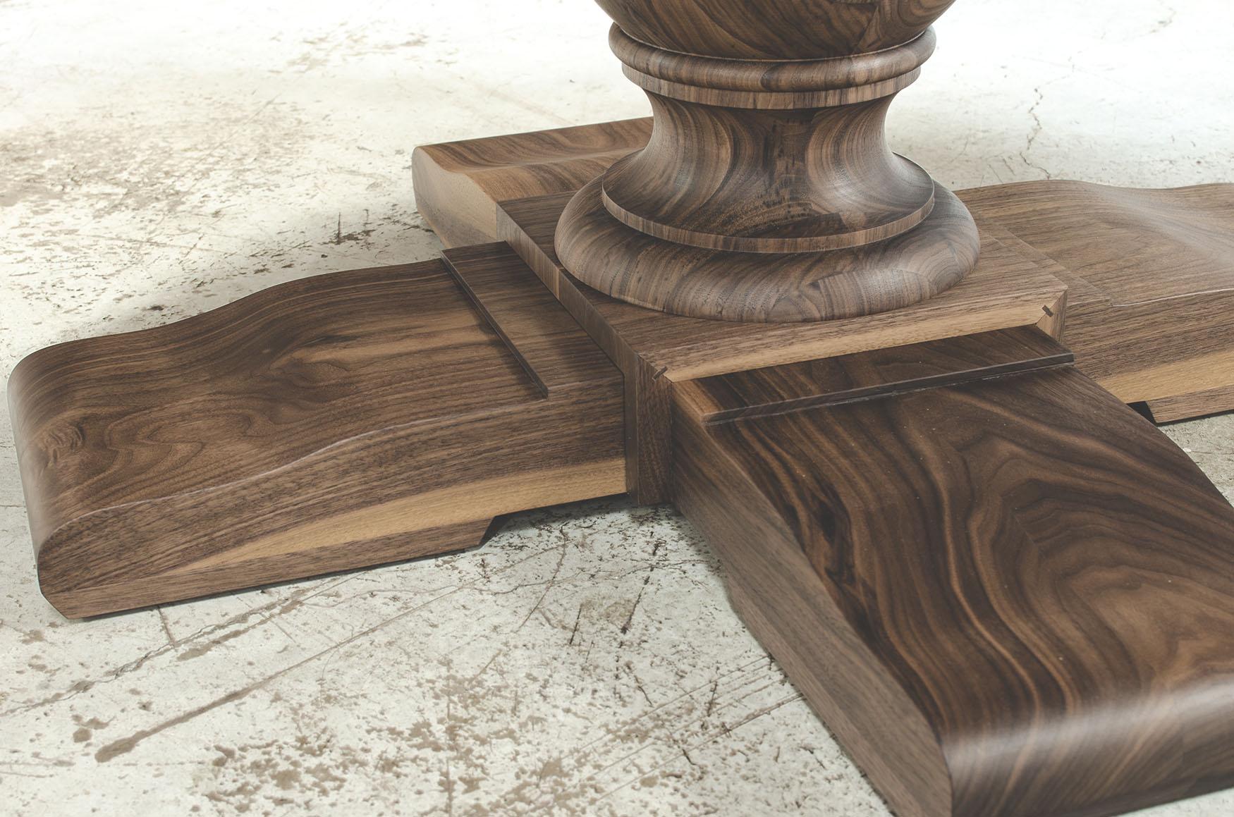 Pied de table en bois