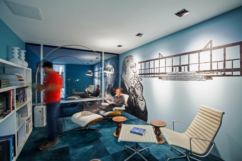 Biblioteca en oficinas centrales de Studio Domus, Ciudad de Guatemala, Guatemala.
