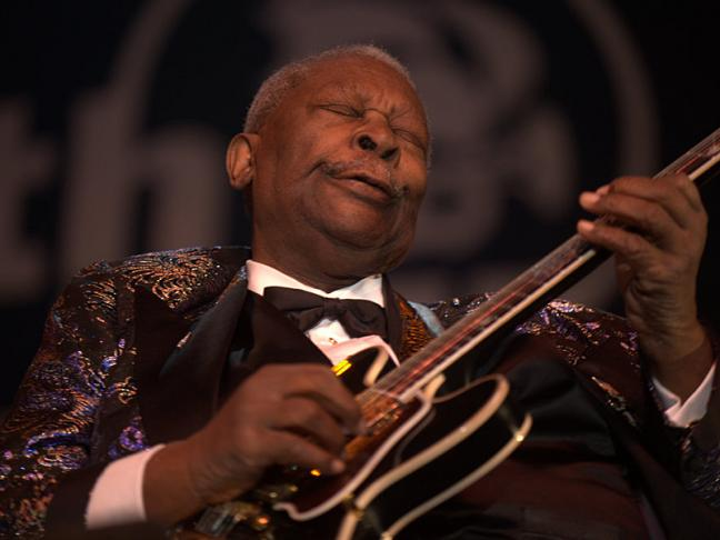 B.B. King in 2009. (By Tom Beetz [CC BY 2.0 (http://creativecommons.org/licenses/by/2.0)], via Wikimedia Commons)