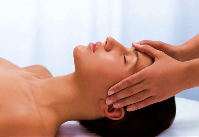 White_woman face massage.png