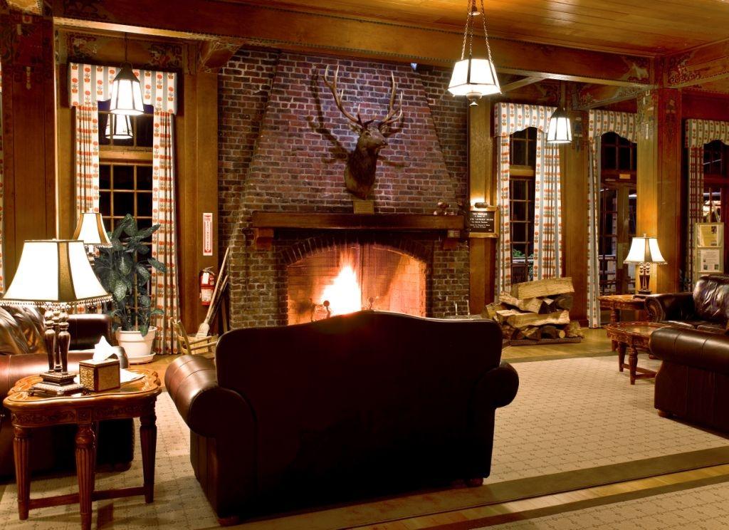 LQ Fireplace.JPG