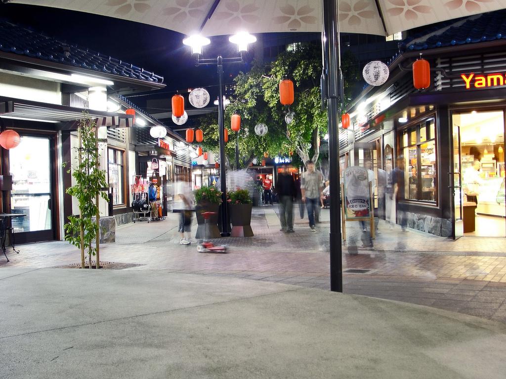Little_Tokyo_Village_Plaza.jpg