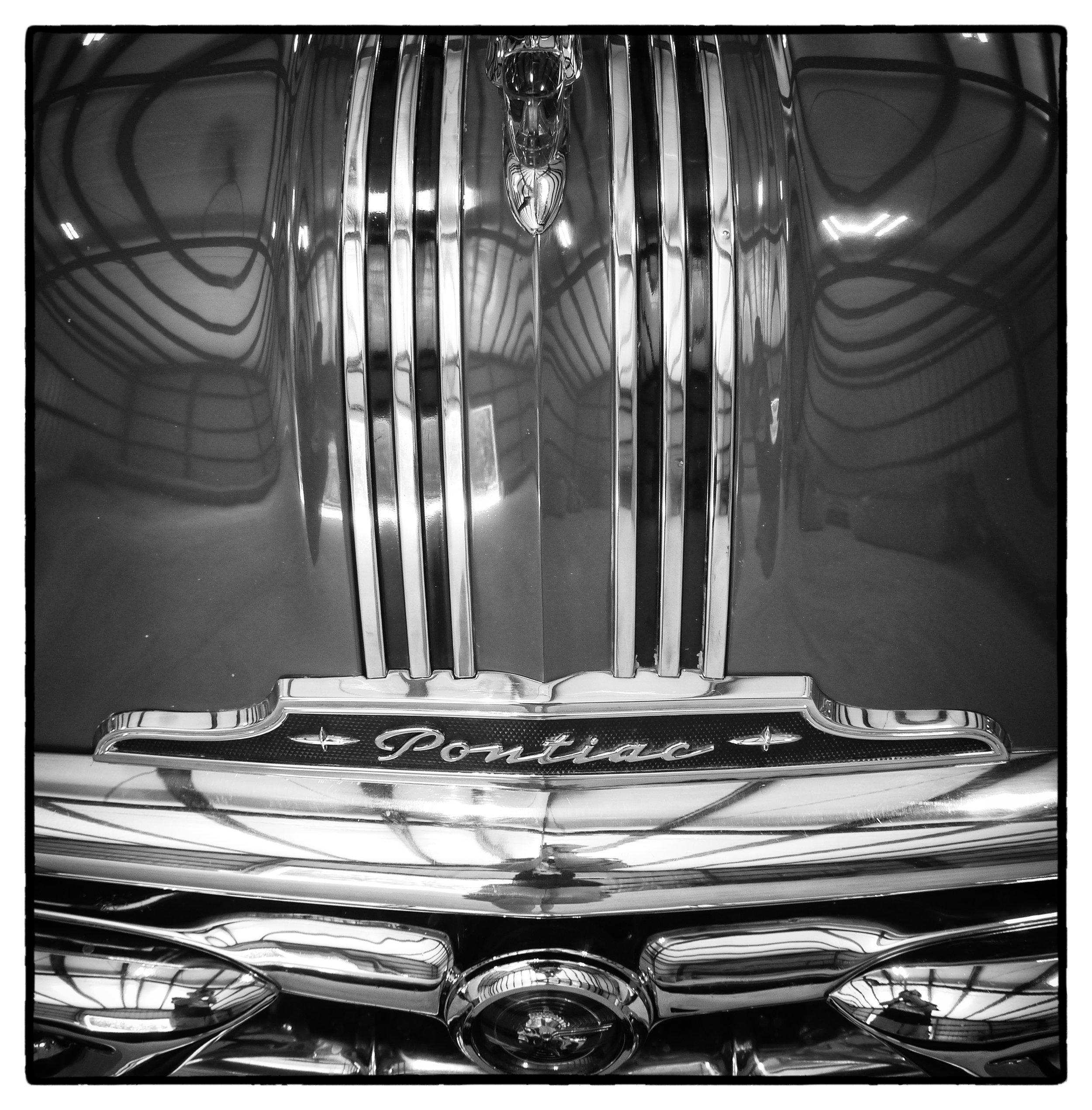 Pontiac_Hood_at_Motorland.jpg