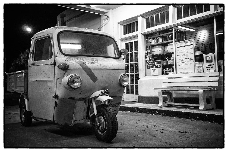 Cushman_Vespa_Car_Savannah_GA_6X4_V1.jpg