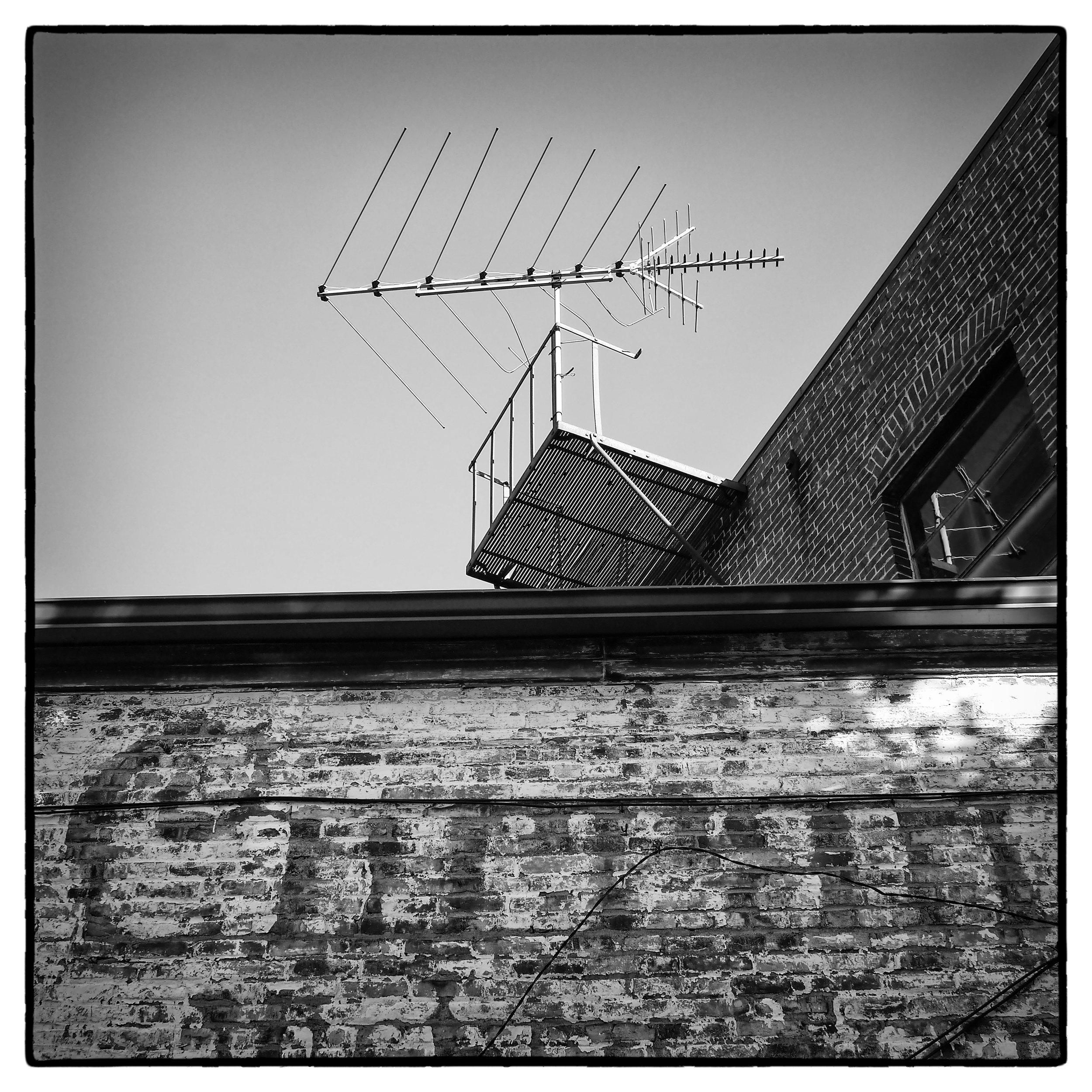Roof_Top_Antenna_Jackson_St_V2_2016_Jeff_Caplan.jpg