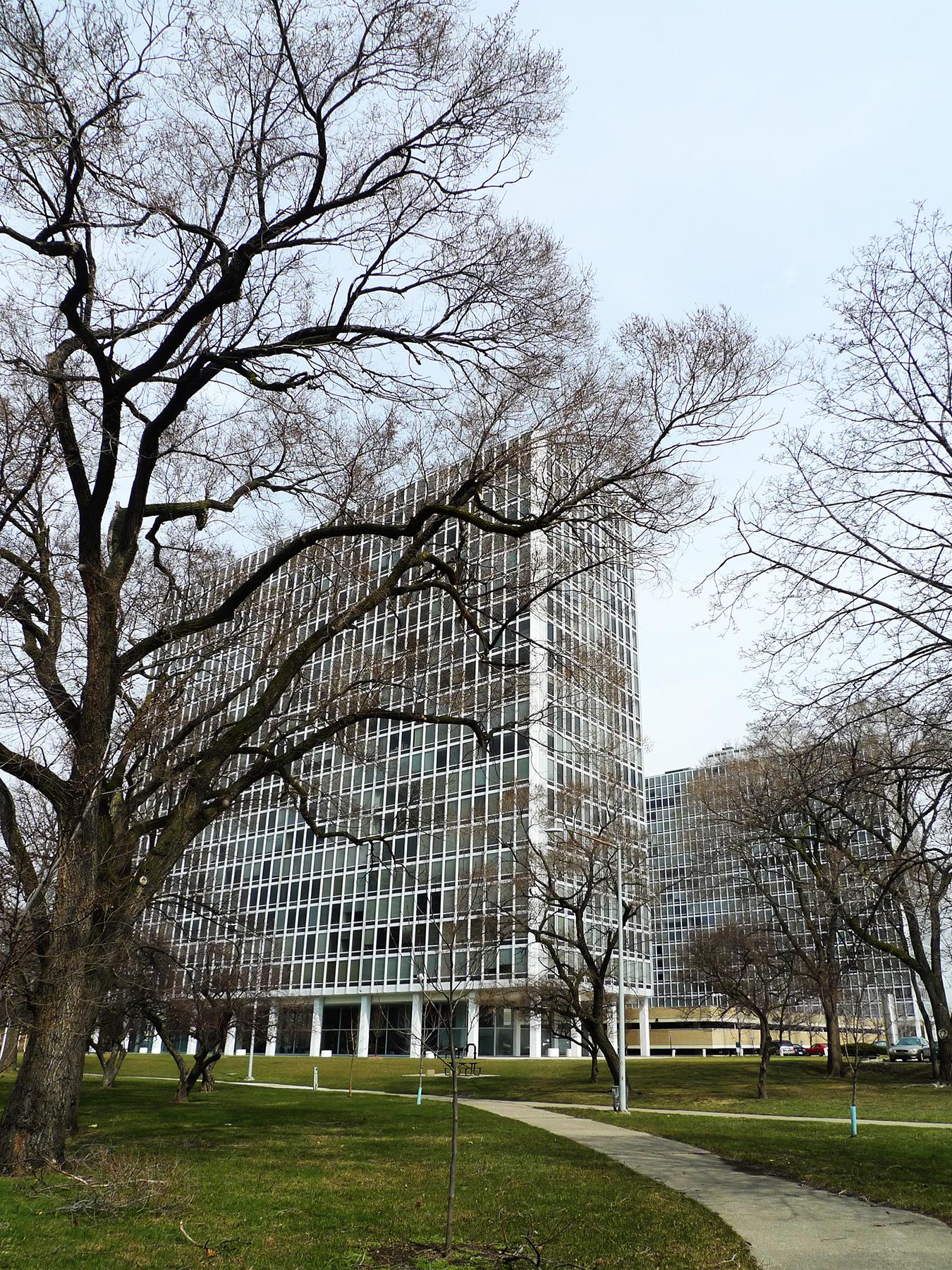 Apartment Tower, Lafayette Park, Detroit, Michigan. [Photo by author]